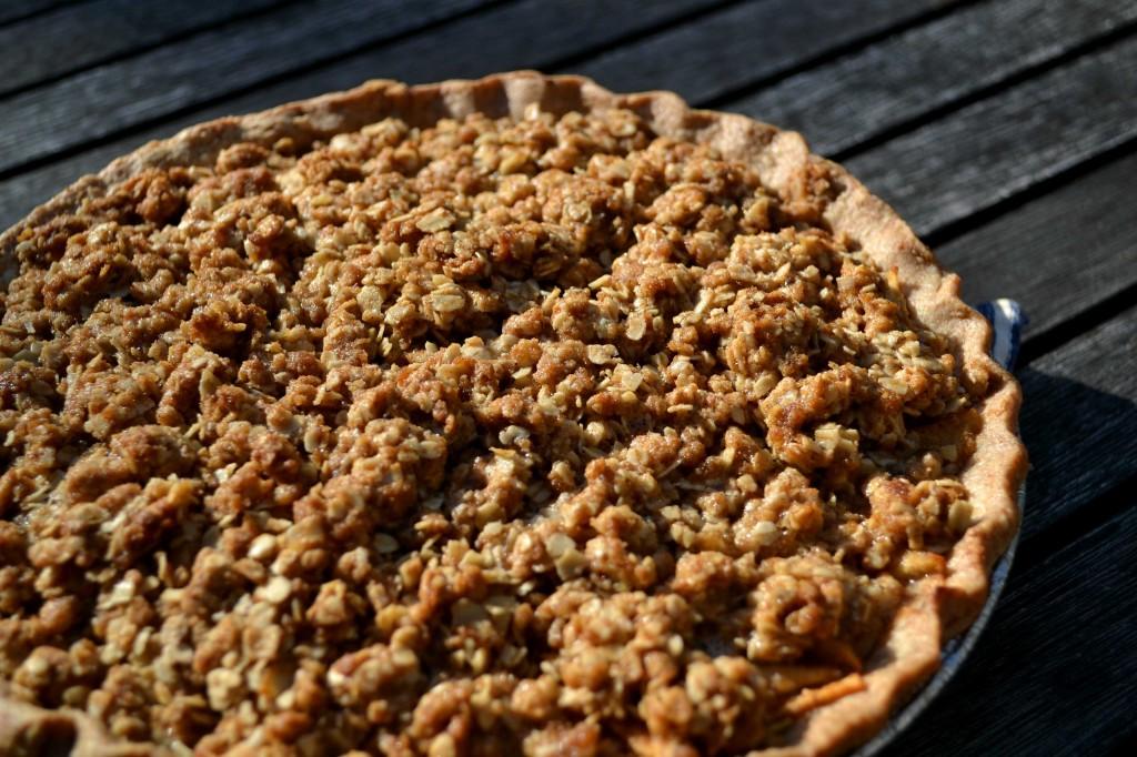 Humble Apple Pie Crumble by @JesseLWellness #pie